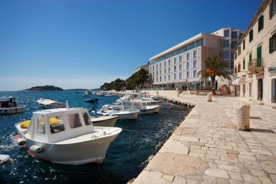 hotel adriana day
